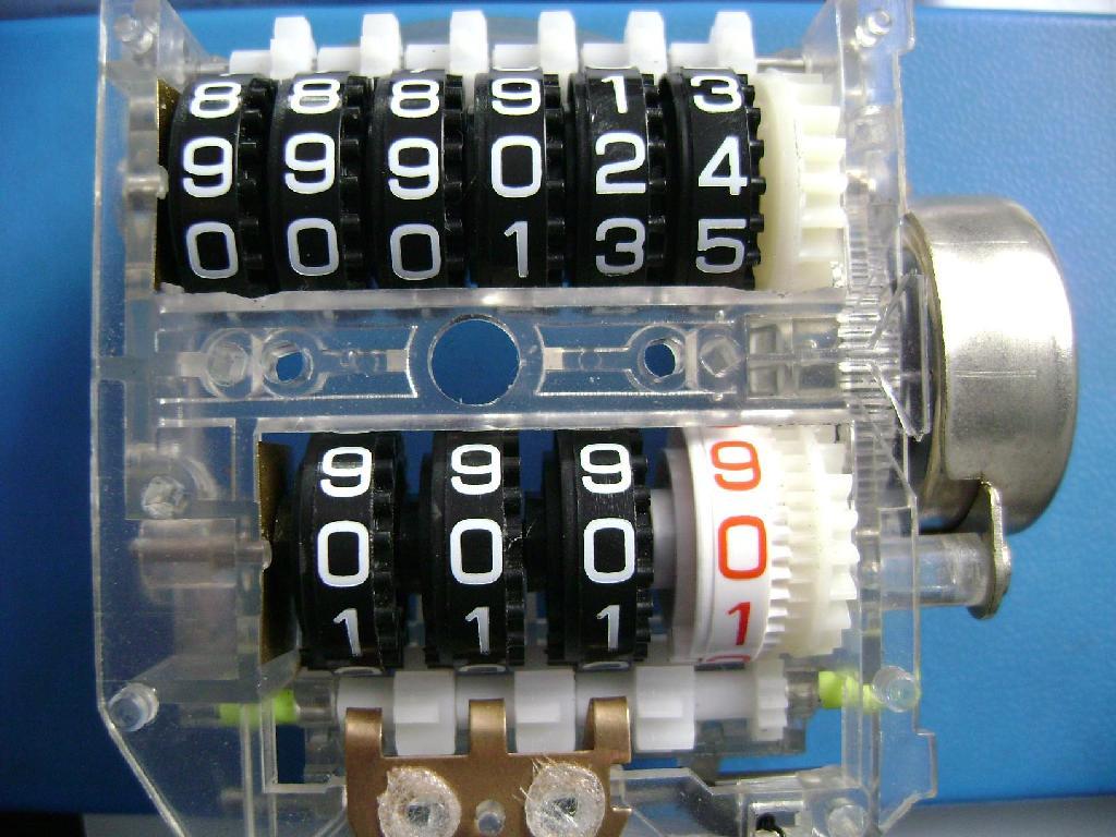 桑塔纳汽车仪表计数器步进电机小齿轮 2