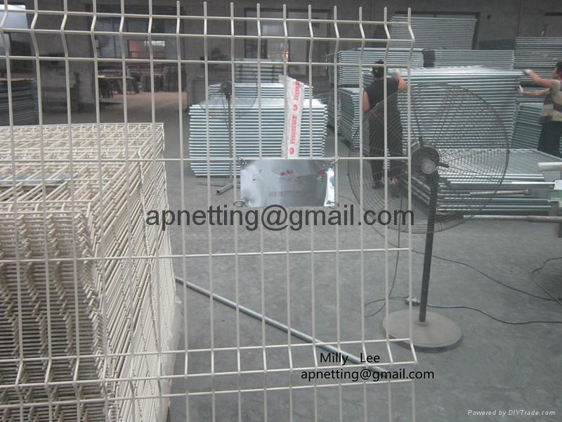 三角折弯防护护栏网,折弯护栏2.5米宽,浸塑庭院围墙护栏 2