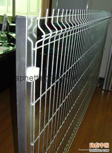 三角折弯防护护栏网,折弯护栏2.5米宽,浸塑庭院围墙护栏 4