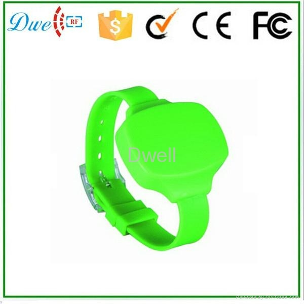 waterproof 2.4Ghz active rfid wristband  1