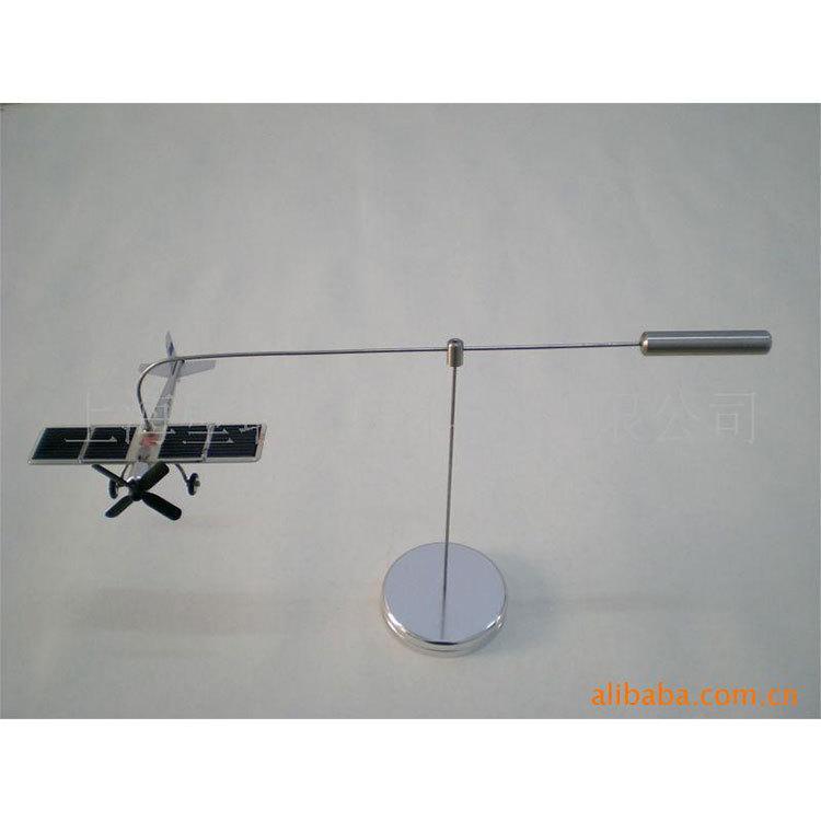 制作太阳能商务宣传赠品 办公桌面摆饰工艺品太阳能钟 4