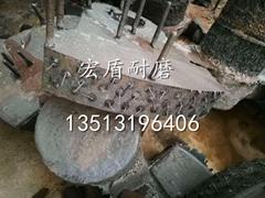 Embedded tungsten titanium alloy block wear resistant hammer