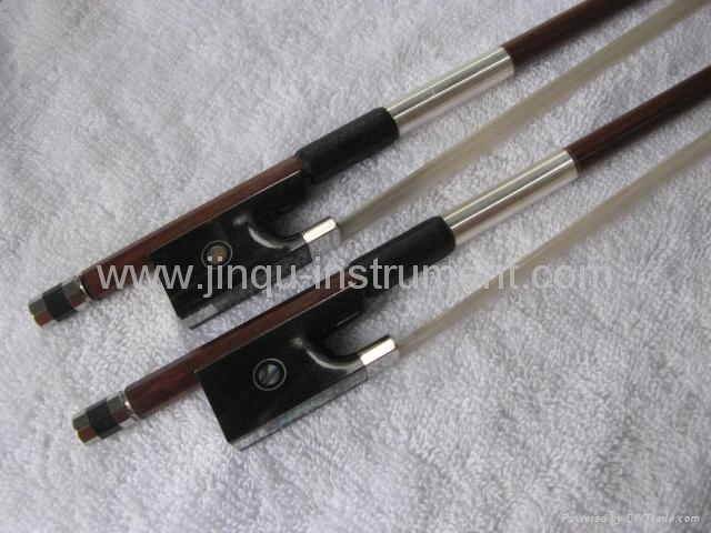 Violin Permumbuco bow with black horn frog 1