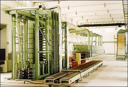 竹膠板熱壓機等成套加工設備 1