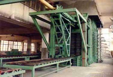 竹膠板熱壓機等成套加工設備 5