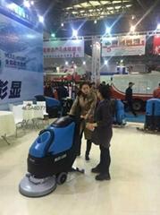 进口品质工业厂房用电动手推式洗地机