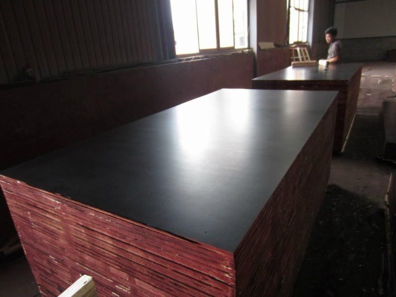 Black film faced marine plywood 1