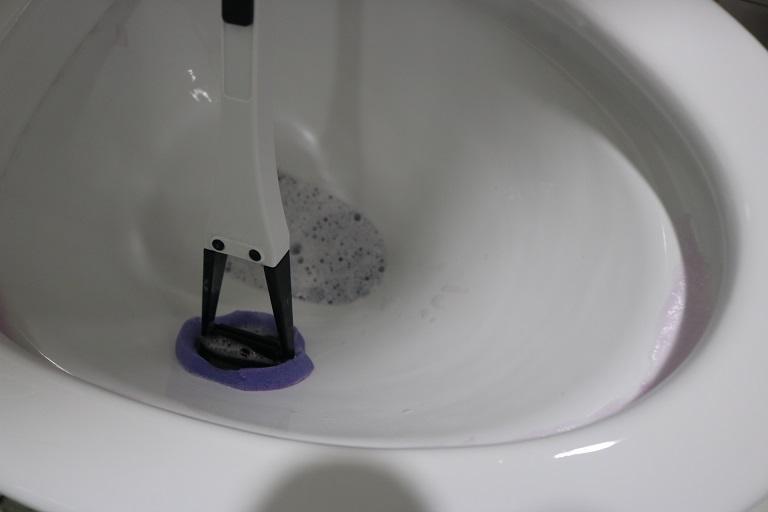 alternate form toilet cleaning brush 4