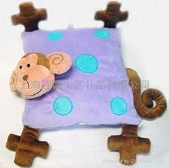 毛绒猴子靠枕