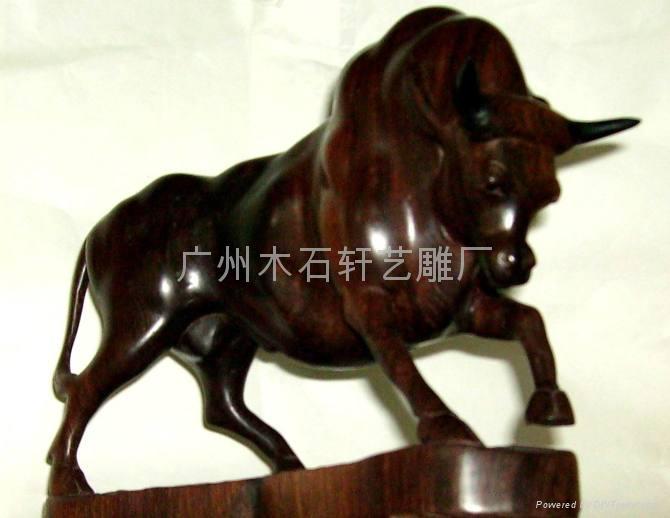 紅木雕牛 2