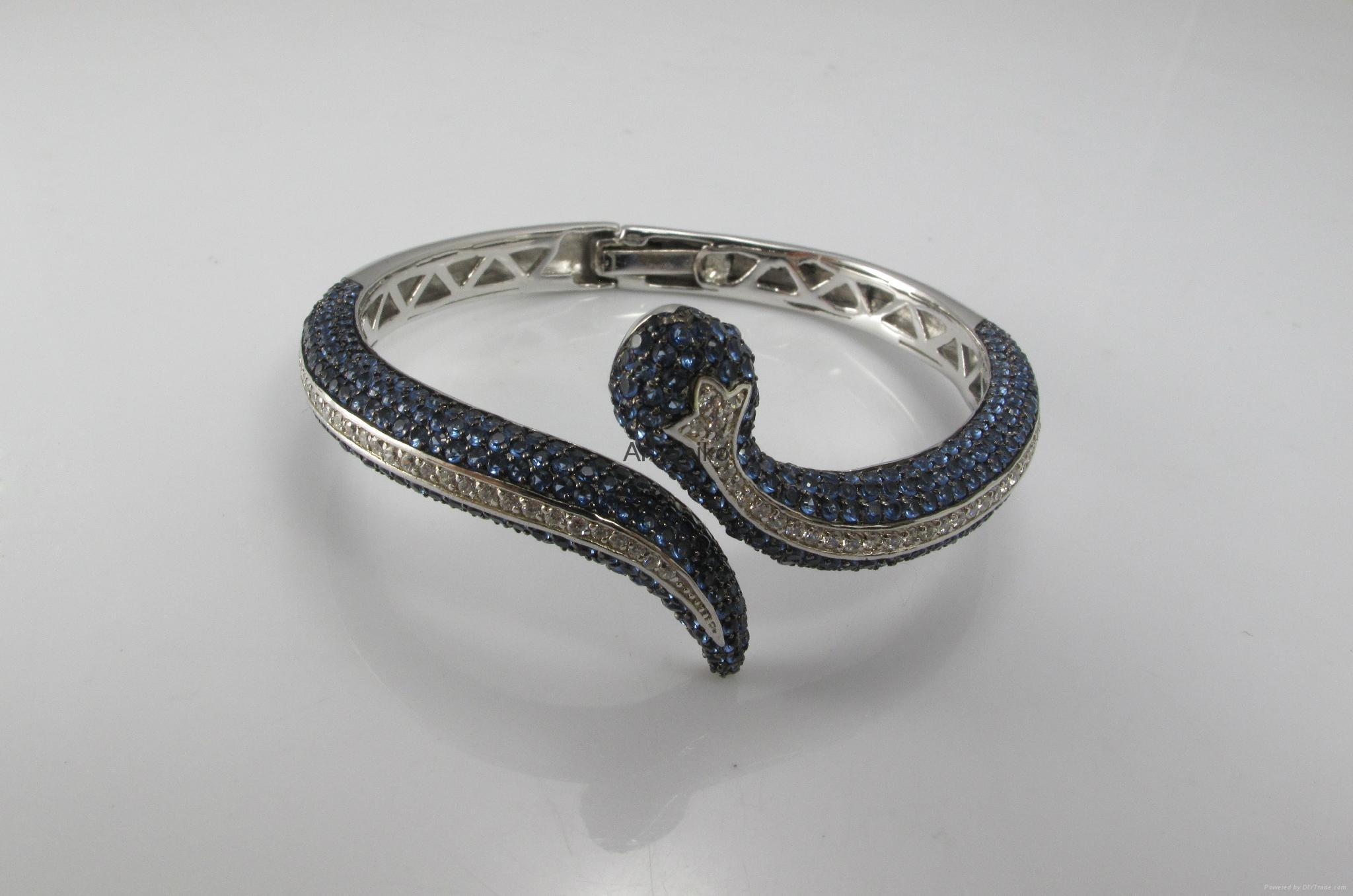 蛇形手镯 1