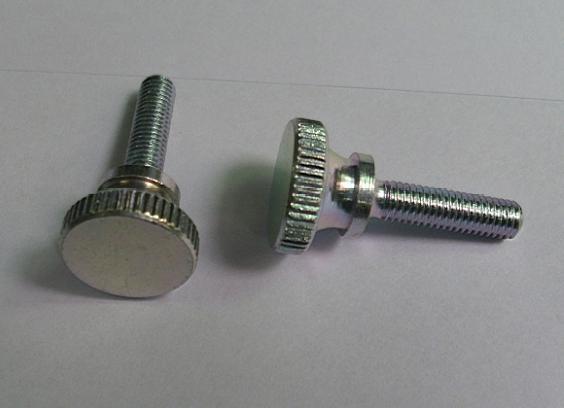 割槽滾花螺釘 3