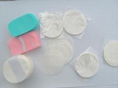 Rapidly dissolving paper soap rich foam