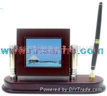 3.5英吋木製帶筆筒數碼相框  1