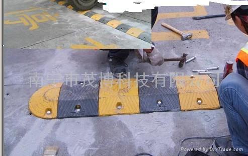 安装橡胶减速带南宁减速坡 1