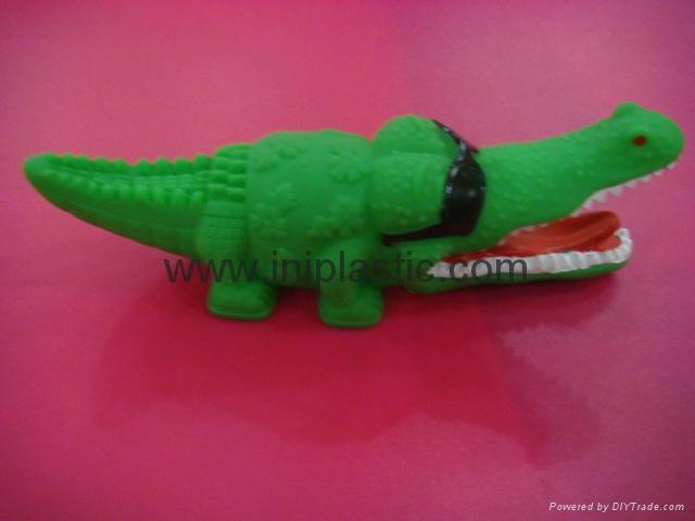 PVC鱷魚|搪膠魚|搪膠鱷魚|游泳魚|玩具游水魚|噴水魚 3