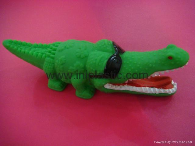 PVC鱷魚|搪膠魚|搪膠鱷魚|游泳魚|玩具游水魚|噴水魚 4