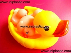 we produce vinyl ducks family duck mom and son