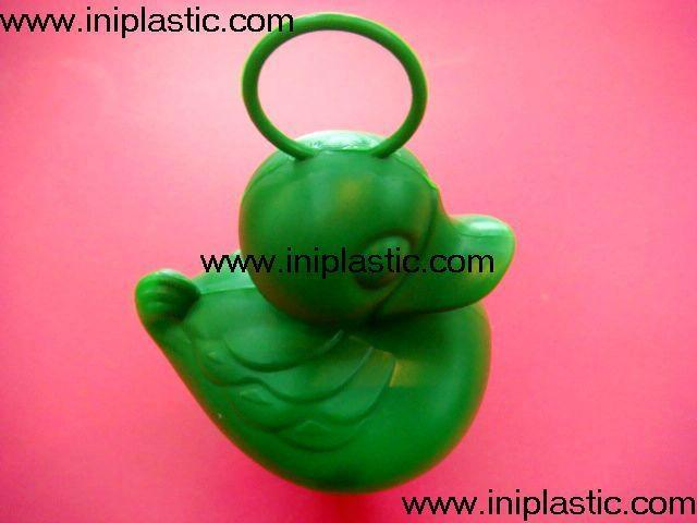 本廠是一間曆史悠久的以以塑料制品及塑料模具為主導的生產廠家,有注塑,超聲,移印,絲印,搪膠,裝配等生產部門, 產品導向為塑料玩具,禮品等等,從概念到圖紙到成品 一氣呵成,我們的特色是: 我們全面,我們專業。更多產品請瀏覽我司網址 網站1:     www.iniplastic.com 網站2:     www.frankhoa.cn.alibaba.com 我們研發生產銷售的產品分為以下幾個系列; 1)科學教育類和各種中小學生教具和益智類產品 2)桌游紙牌遊戲和印刷 3)各種遊戲配件 4)搪膠和遊藝機配件 5)鴨子先生 6)各種新奇特的儲錢罐和錢罐底蓋配件 7)新奇特的電子禮品電子產品如小猴指甲吹干機 8)樹脂膠工藝品 9)筆頭公仔,鑰匙扣,天線球等 10)戶外活動,家居廚房生活用品 11)寵物用品如貓薄荷貓草等等