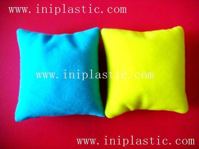 本厂是一间历史悠久的以以塑料制品及塑料模具为主导的生产厂家,有注塑,超声,移印,丝印,搪胶,装配等生产部门, 产品导向为塑料玩具,礼品等等,从概念到图纸到成品 一气呵成,我们的特色是: 我们全面,我们专业。更多产品请浏览我司网址 网站1:     www.iniplastic.com 网站2:     www.frankhoa.cn.alibaba.com 我们研发生产销售的产品分为以下几个系列; 1)科学教育类和各种中小学生教具和益智类产品 2)桌游纸牌游戏和印刷 3)各种游戏配件 4)搪胶和游艺机配件 5)鸭子先生 6)各种新奇特的储钱罐和钱罐底盖配件 7)新奇特的电子礼品电子产品如小猴指甲吹干机 8)树脂胶工艺品 9)笔头公仔,钥匙扣,天线球等 10)户外活动,家居厨房生活用品 11)宠物用品如猫薄荷猫草等等   公司名称 : 中山市燕丽塑胶制品厂  公司地址 : 中山市南朗镇第2工业区 邮政编码 : 528451  电话号码 : 86-760-85211196  传真号码 : 86-760-85526182 网站1:     www.iniplastic.com 网站2:     www.frankhoa.cn.alibaba.com 联系人 : 何生 (gm)  联系电话 : 13928173290  QQ:  550110839   ======================================== 塑料卡座、名片夹、纸牌卡座、游戏纸牌卡夹、卡片夹  ----------------------------------------- 以塑料制品及塑料模具为主导, 有注塑,超声,移印,丝印,搪胶, 装配等生产部门 产品导向为塑料玩具,礼品等等 从概念到图纸到成品 一气呵成 我们的特色是: 我们全面,我们专业 =============================================