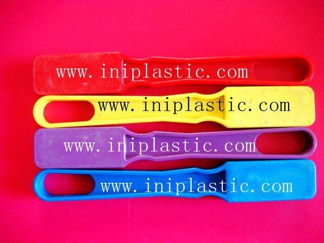本厂是一间历史悠久的以以塑料制品及塑料模具为主导的生产厂家,有注塑,超声,移印,丝印,搪胶,装配等生产部门, 产品导向为塑料玩具,礼品等等,从概念到图纸到成品 一气呵成,我们的特色是: 我们全面,我们专业。更多产品请浏览我司网址  1)科学教育类和各种中小学生教具和益智类产品 2)桌游纸牌游戏和印刷 3)各种游戏配件 4)搪胶和游艺机配件 5)鸭子先生 6)各种新奇特的储钱罐和钱罐底盖配件 7)新奇特的电子礼品电子产品如小猴指甲吹干机 8)树脂胶工艺品 9)笔头公仔,钥匙扣,天线球等 10)户外活动,家居厨房生活用品 11)宠物用品如猫薄荷猫草等等
