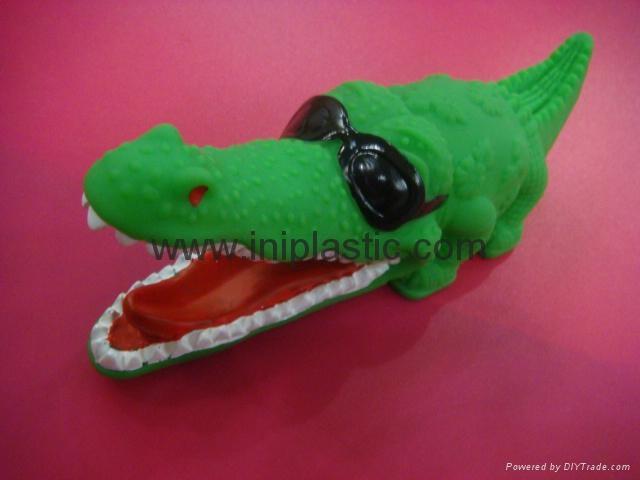 PVC鱷魚|搪膠魚|搪膠鱷魚|游泳魚|玩具游水魚|噴水魚 1