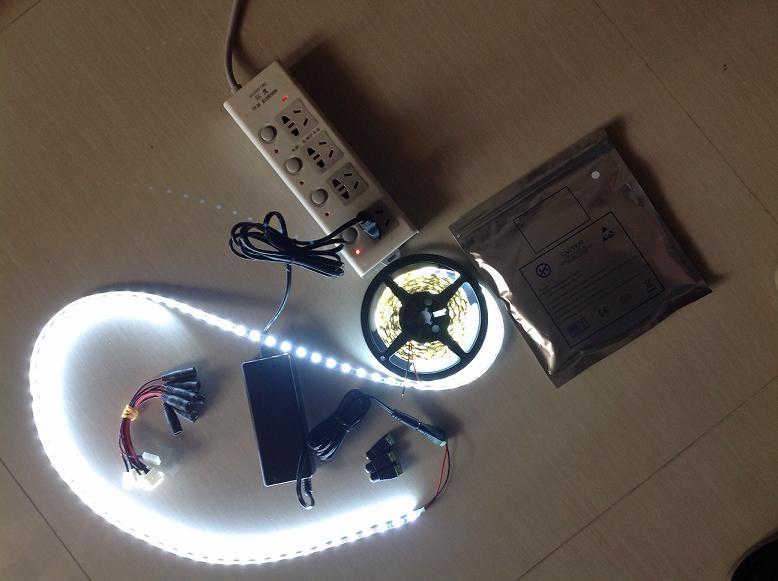 销售12V6A led灯条电源 1