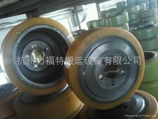 永恒力叉车轮子 1