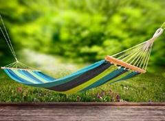 有一種遮陽貴族面料叫 sunbrella 織造用色絲
