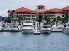 彩色遊艇碼頭