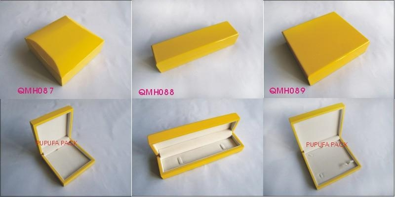 yellow gloosy finish wooden jewelry box 1